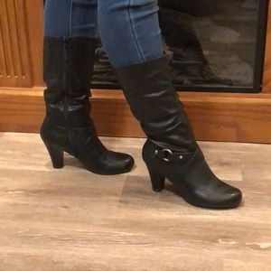 Naturalizer heeled boots